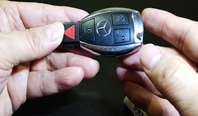 자동차 스마트키 배터리 교환 어렵지 않아요.